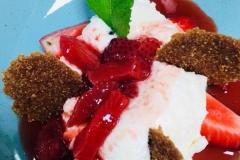 Chantilly de semoule à la fleur d'oranger duo de fraises faiches et confites